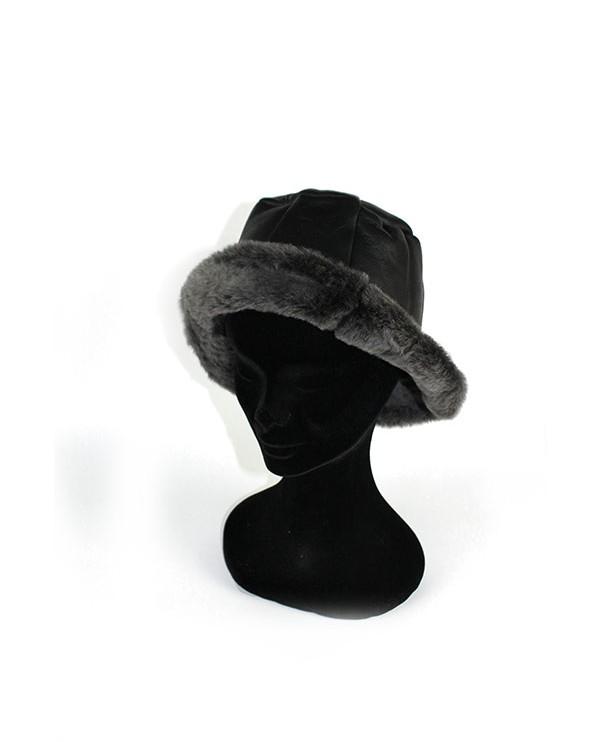 Iphigenie-Paris | Chapeau cloche en peau lainée mérinos noir pour femme
